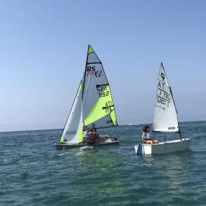 Foto Scuola di Vela barche Optimist e RS FEVA Versilia