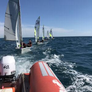 Foto di barche RS FEVA alla scuola di vela FIV in Versilia