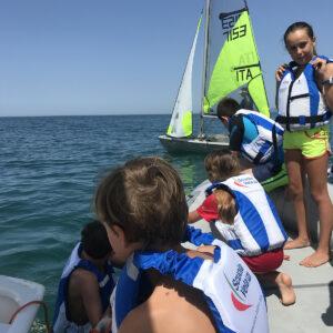 Foto bambini lezione di vela in Versilia