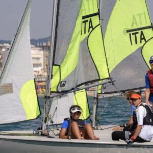Foto ragazzi corso agonisti scuola di vela in Versilia